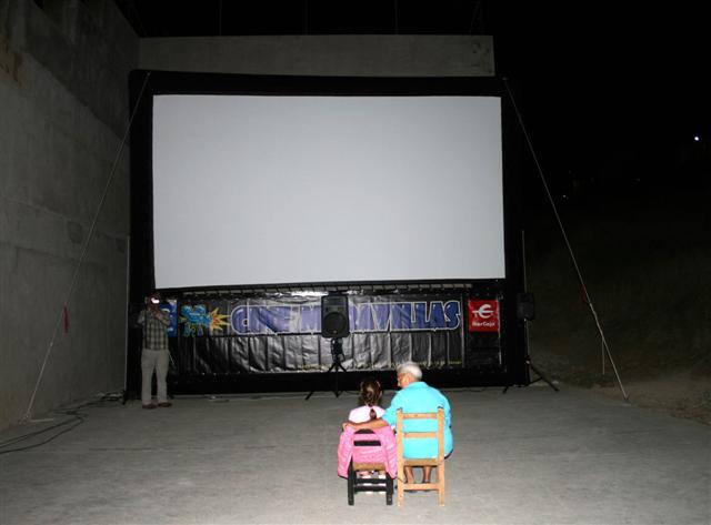 cine2_(Small).jpg